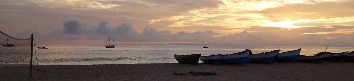 Strand-Abend-Blick-Fischer-Boote-Header_Ferien-Insel-Maio-Kapverden